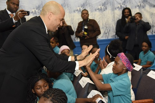 Photo: Sen. Cory Booker interacts with the students at Peshine Avenue Elementary Photo Credit: Courtesy Samsung