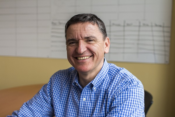 Thisis a headshot of Adam Turinas, CEO of Uniphy Health